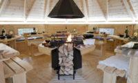 Grill srub v rožnovském kempu je možné si rezervovat pro soukromou oslavu