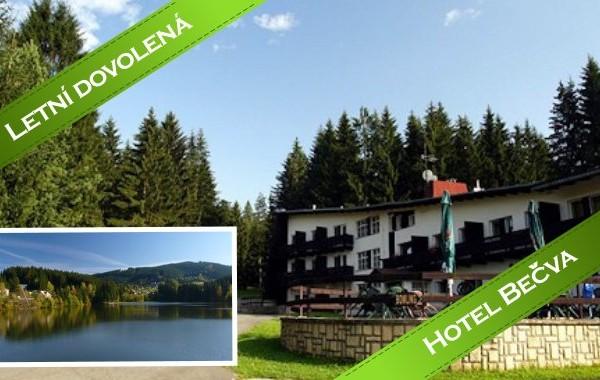 Léto na Valašsku s koupáním v přehradě